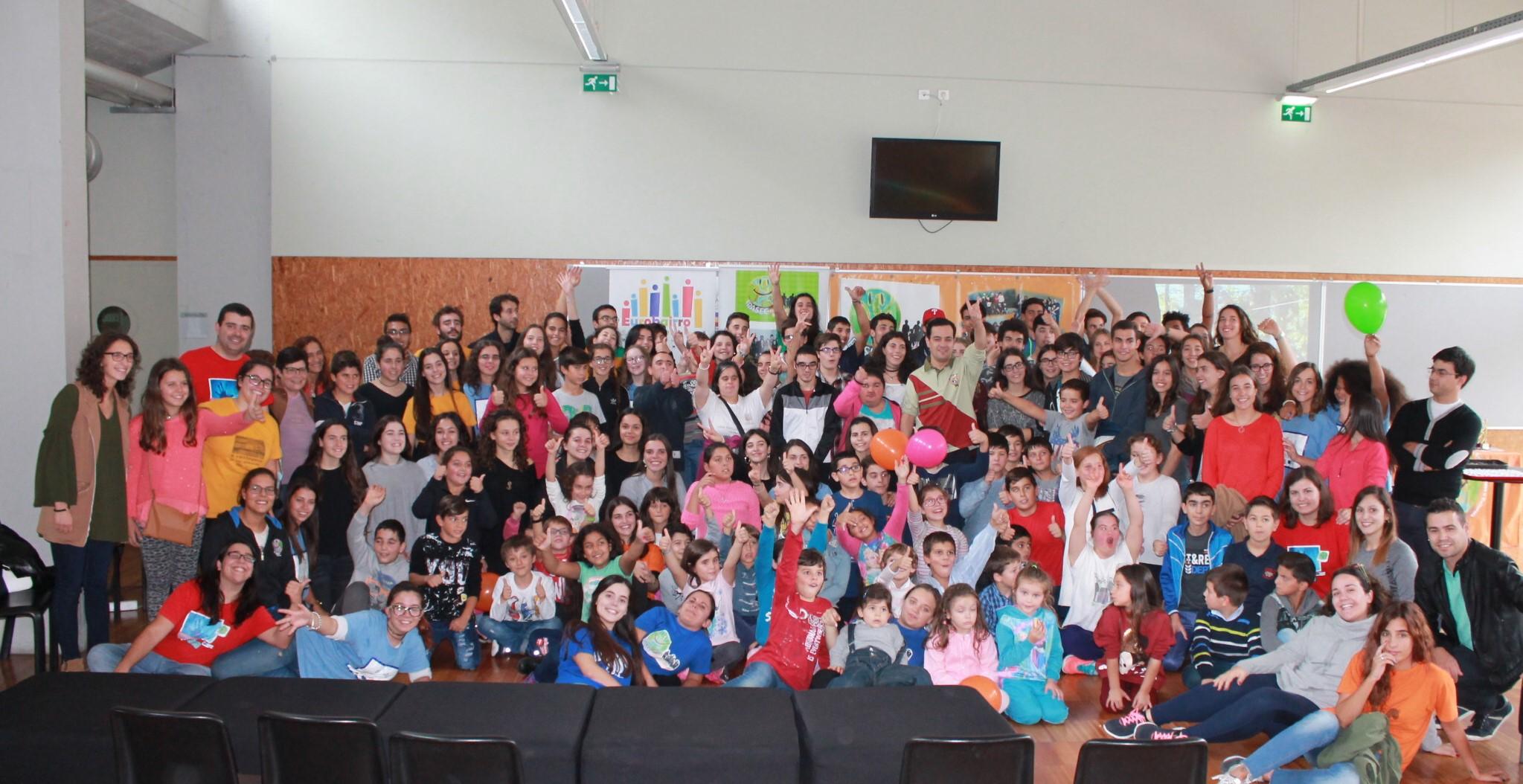 Parte dos participantes na Feira de Jogos Intercultural